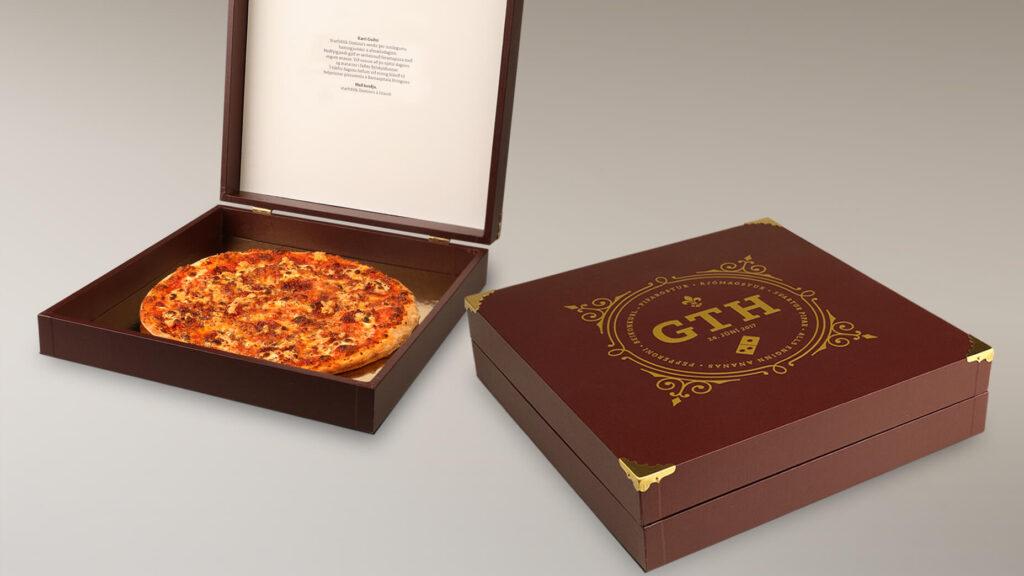 Opinn kasssi með pizzu.